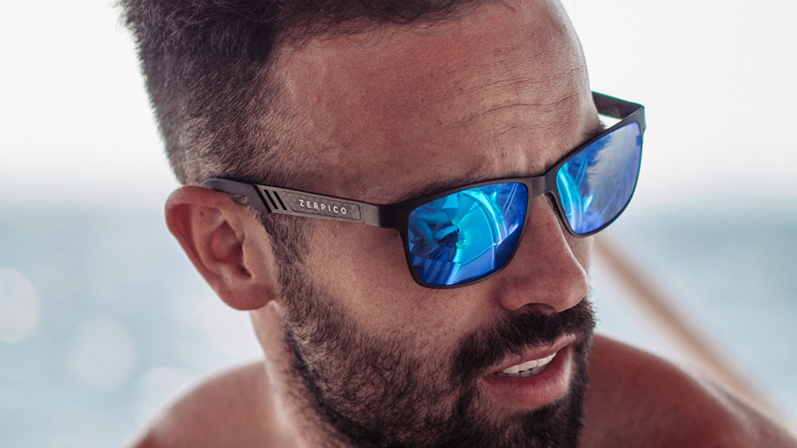 Wayfarer sunglasses made of high quality titanium. Simply switch between 2 different frames and 3 colors of polarized lenses.