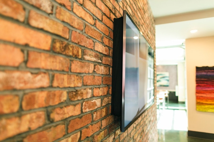 """The smart design allows the cover to adapt to wall mount spacing of 3-8"""" (7.5-20cm)."""