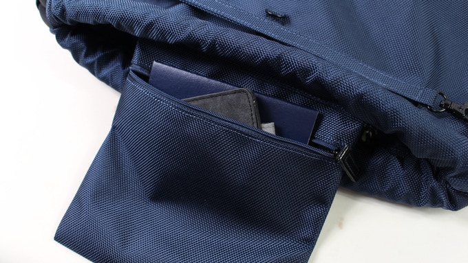 Two top inner pockets for you smaller items.