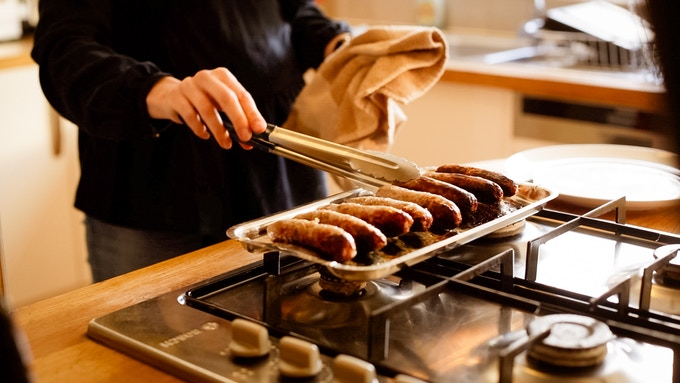 Sausages are easy to turn over and hold in the required position whether they are straight or curved, thanks to the patent pending shape.