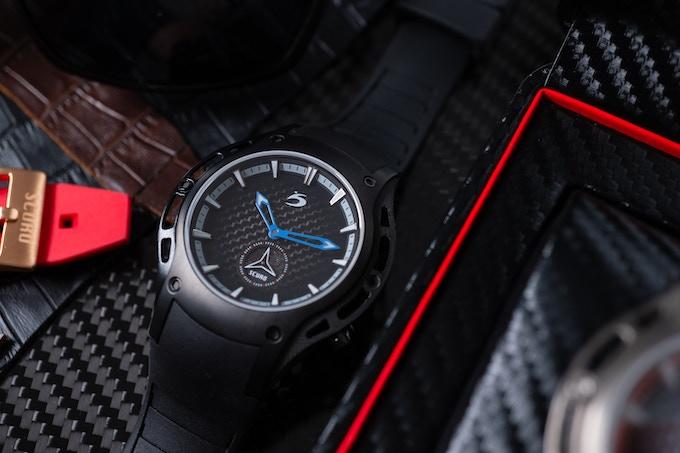 Flat black carbon dial