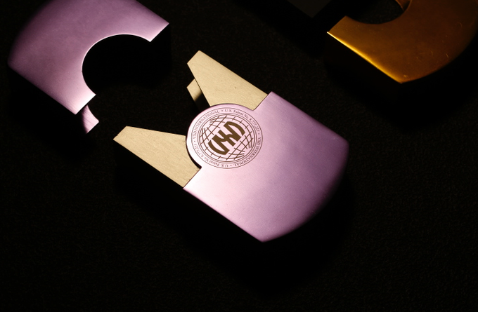 BESPOKE LASER-ENGRAVED ALL-METAL CASE, WITH MAGNETIC CLOSING MECHANISM
