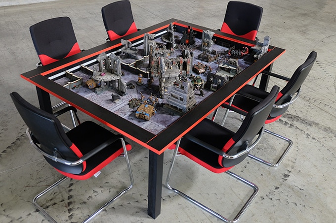 """""""Koloss"""" in special Kraken Edition with red edges / Mat: """"Warzone City"""" in 6x4´"""