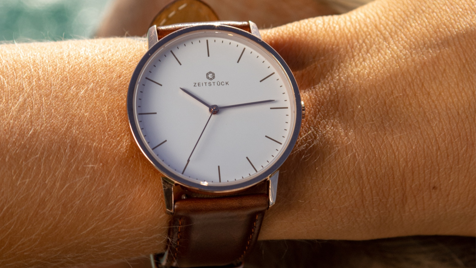 ZEITSTÜCK watches shine with exceptional but simple designs and focuses on detail, minimalism and quality of the product.