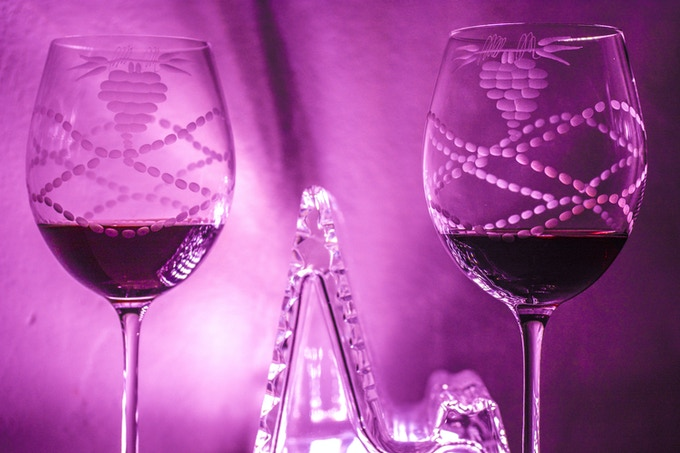 Enjoy your best wine in the magical atmosphere of colours thanks to TABLUX.