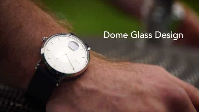 The glass is rounded at the edge. We call it the infinite view glass.