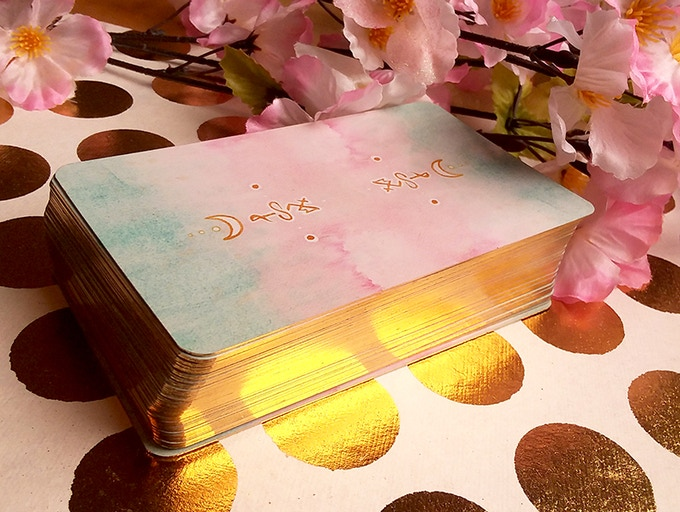 The deck itself, featuring gilded edges.