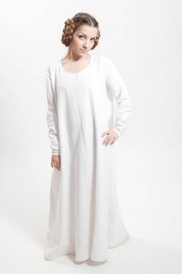 The underdress for ladies. A comfortable layer of our finest linen to rest on your skin.