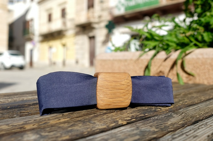 TieBoth with Wooden Cube