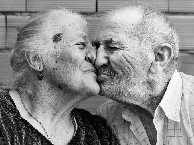 En Sardaigne, on m'a confié plusieurs fois que le secret de la longévité était une vie sexuelle active. In Sardinia, I was told several times that the secret of longevity was an active sexual life.