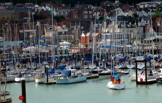 To save time and not to wait for a free linesman is a great service for the boaters a marina can offer!