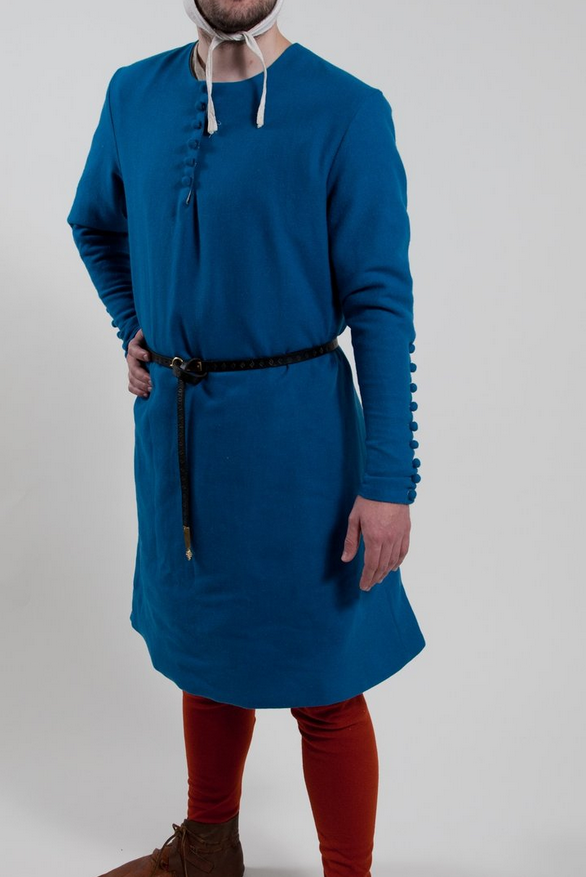 The kirtle: longer than a cotehardie.