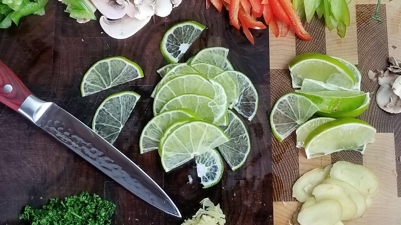This high quality general-purpose handmade utility knife is a jack of all trades that excels at tackling everyday tasks in the kitchen.