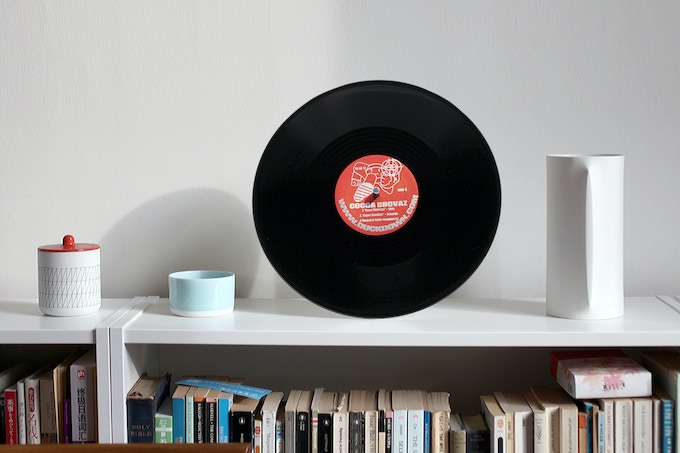 up-cycled vinyl into bluetooth speaker by