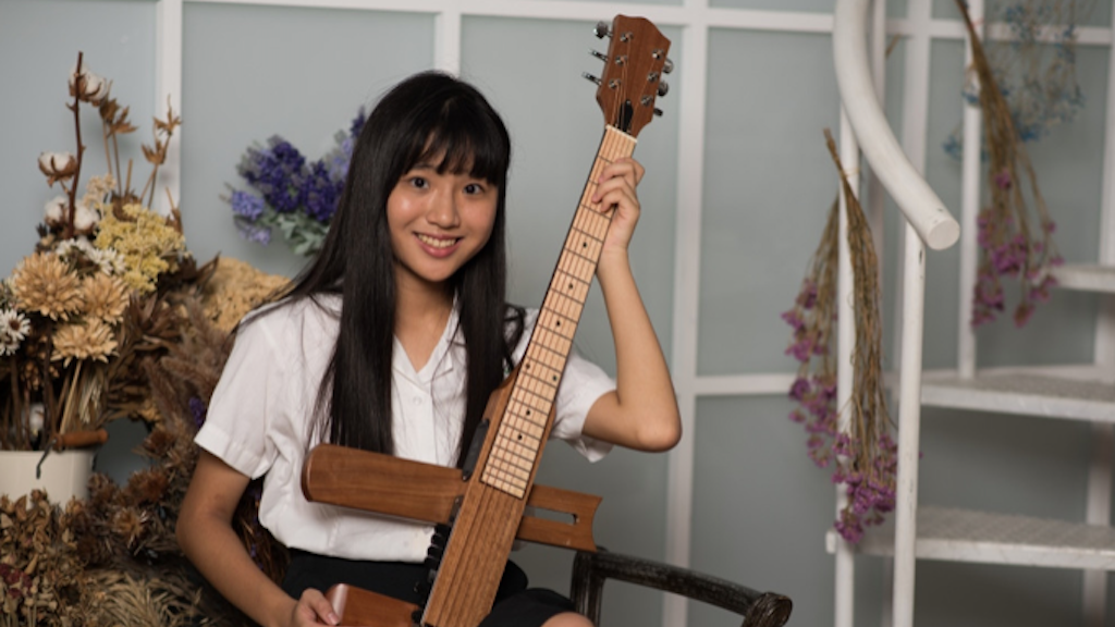 Cross Guitar 2.0: The Next Generation Foldable Travel Guitar project video thumbnail