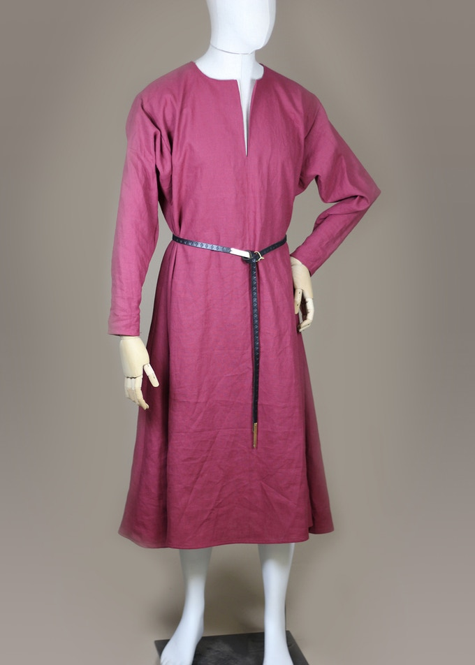 13th century cotte in linen.