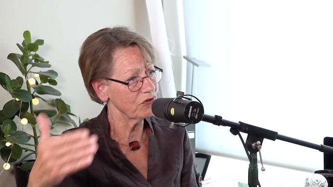Gudrun Schyman pratade i avsnitt 9 om att, bland annat, driva ett samhälle på kärlek.