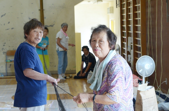 Travail collaborative avec des habitant locaux de Kamikuromaru en 2017/ 2017年、地元婦人会の協力のもと設置を行いました。
