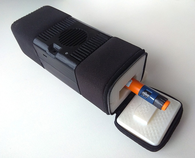 Fully assembled cooler with one pen