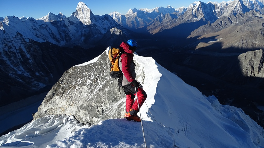 The Human Pathfinder: High Altitude Portering on Mt. Everest