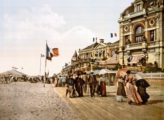 Promenade and Grand Salon, Trouville, France  ( c1890-1900 ) / The Library of Congress