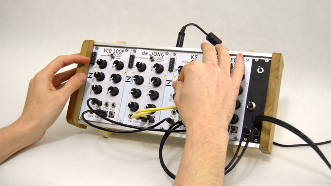 This small eurorack setup is composed by 4 nozori, a power suply module and a rack