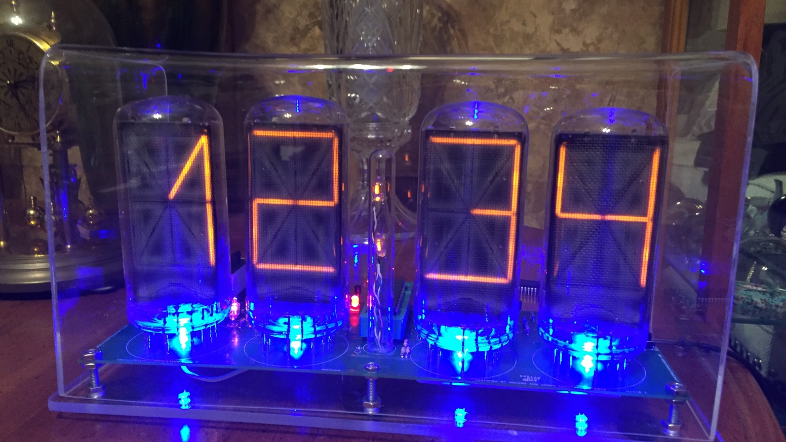 The Nixie Clock VIII - scrolling message and date from Wifi