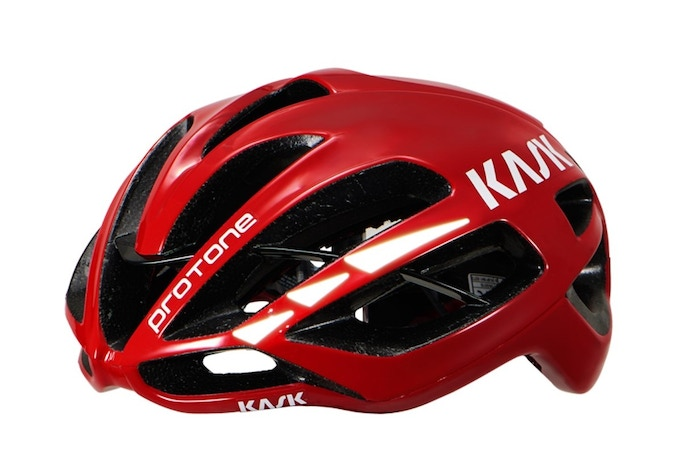 Glass Powder technology on the upper parts - Maximum SAFETY  for cyclists in low light conditions.  Cero damage to the helmet