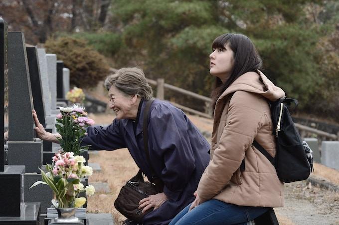 Scene Photo (Haruka and her patient, Tae)
