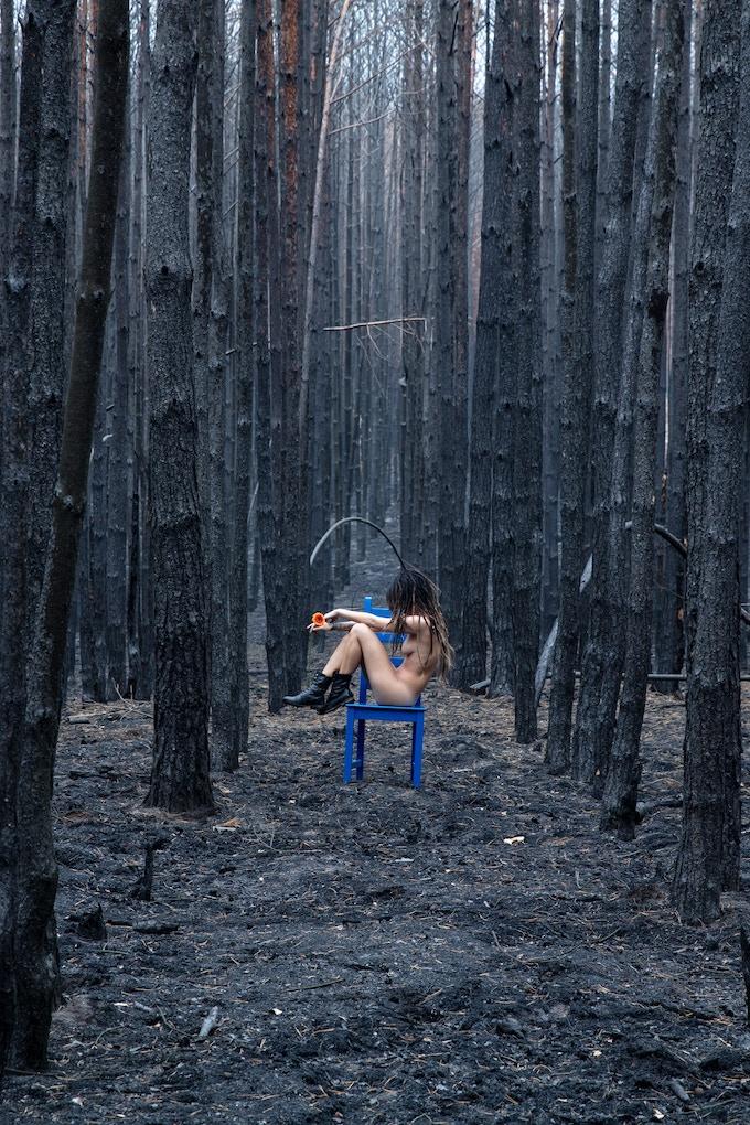Wild Girl with Flower on Blue Chair, 2018 copyright S.Dornieden