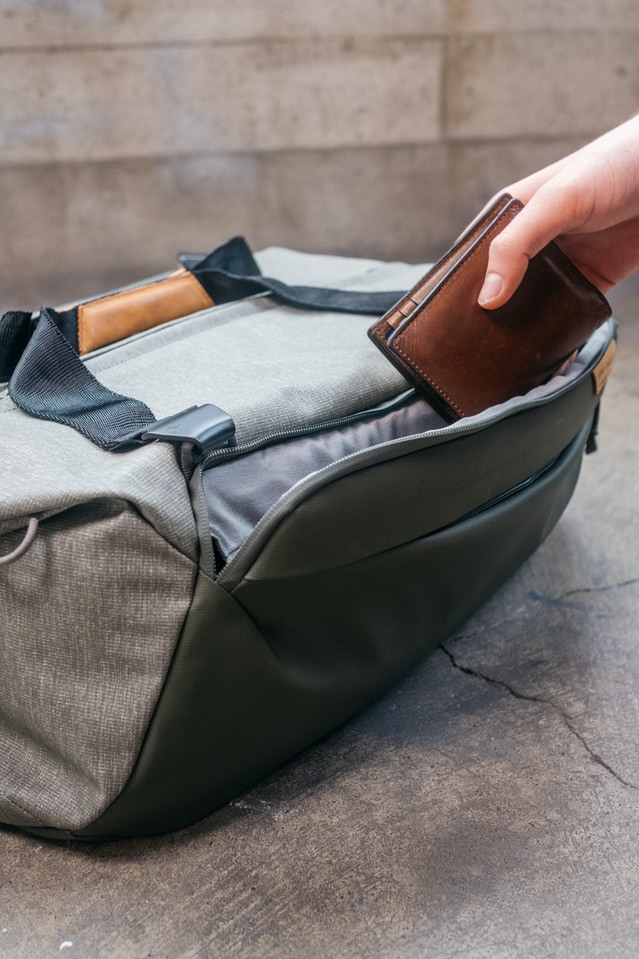 The trapezoidal pocket has big access and a larger volume to hold bulkier items.