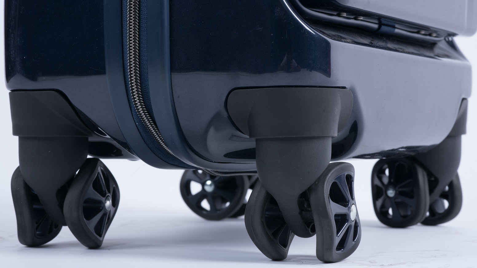 The most advanced airline approved luggage you'll ever own. Featuring - Shark Wheels - Wireless Charging - Magnetic Front Pocket