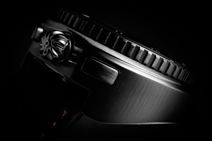 Legera Bullhead Automatic case detail