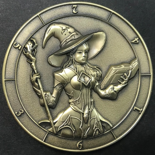 d6 Witch (female Warlock) - antique gold plated