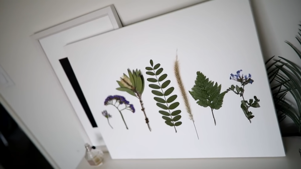 Decorative canvas with plants