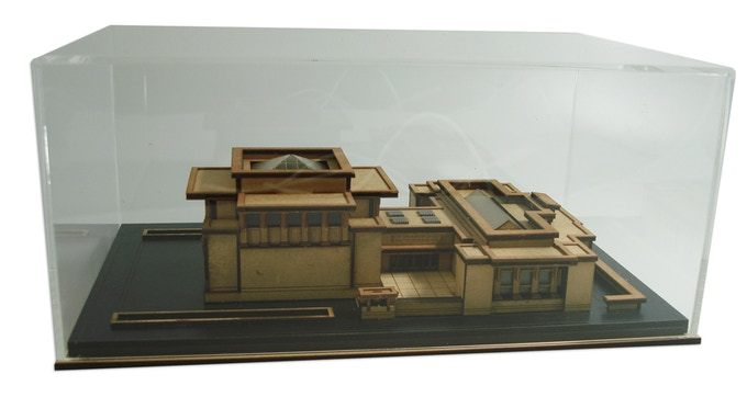 Build it and they will come/Display Model - Reward, model and case