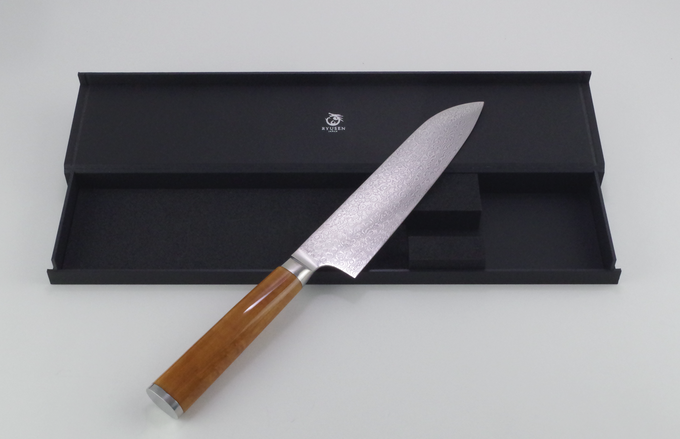 (Material: VG-2 stainless steel core clad with 70-layered Damascus stainless steel, Canadian Curly Maple handle; includes white sheath and box)
