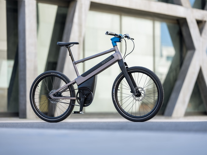 The first e-bike in the world to use artificial intelligence, iweech is defining a new approach to cycling in the city.