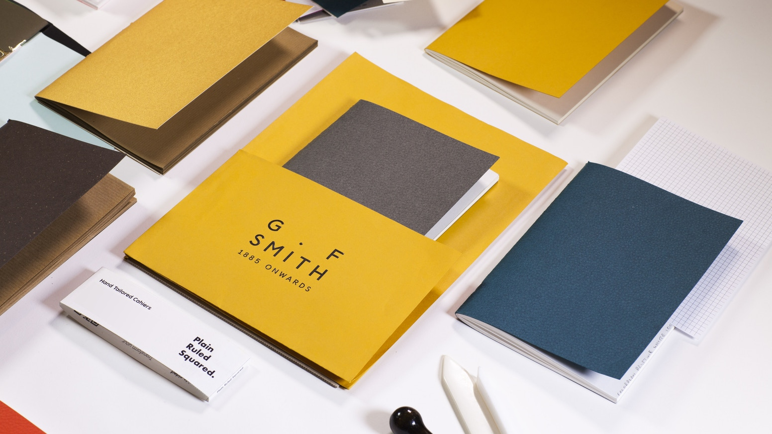 All-in one homemade notebook: blank pages that can be transformed into ruled or squared ones on demand.