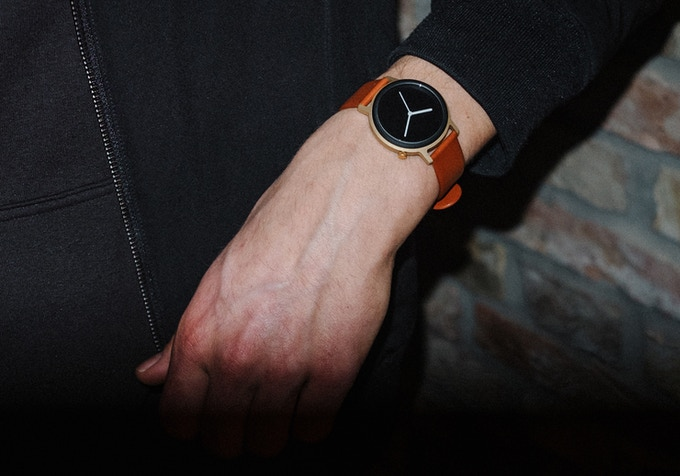 Topo 10 / Matte gold case & black dial with brown leather band.