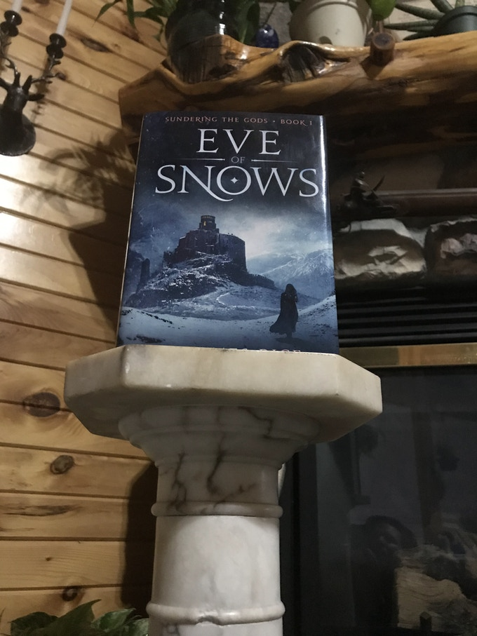 The Hardcover of Eve of Snows
