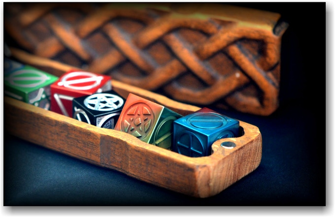 Set in a box of exotic wood processed by 3D printer