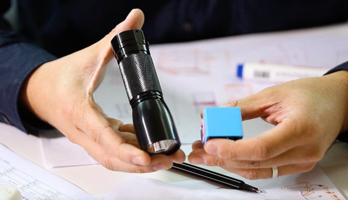 Figure out to make a handy flashlight in just 1/4 size of normal flashlight