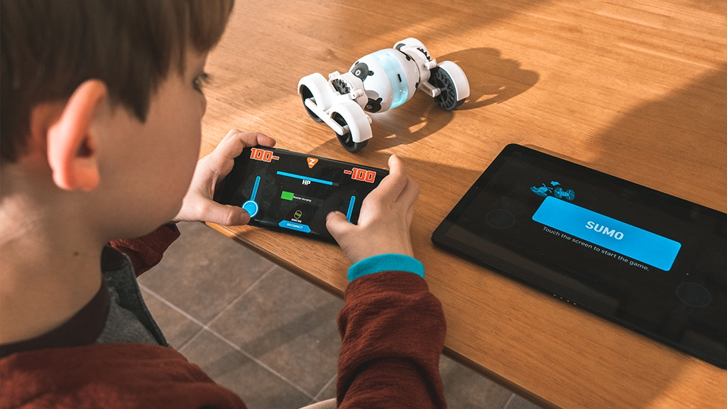Armz: Smart Customizable Robot l Racing l Augmented Reality