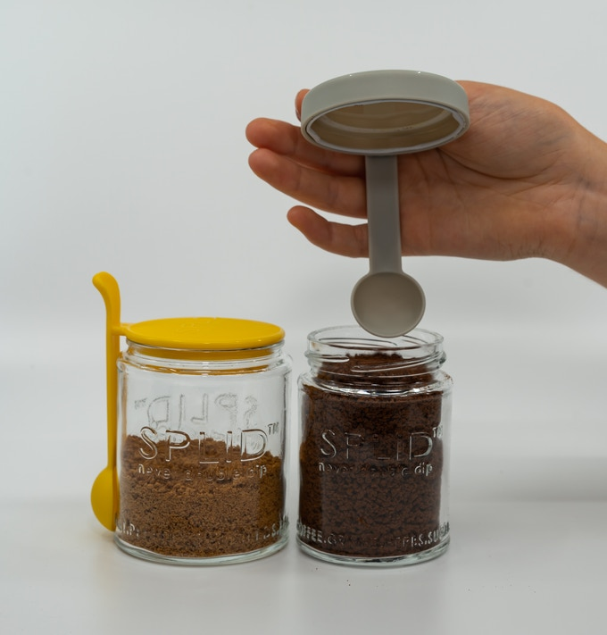 Yellow 310ml SPLID Lift-Off is the very original SPLID conceived for sugar.  So we thought it would be fitting to demonstrate this SPLID with sugar, Panela sugar actually, the best sugar with coffee. Anyone know what's in the Black SPLID 150ml Twist-Off?