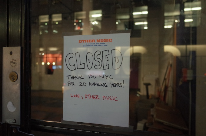 the sign on the door of Other Music after it closed