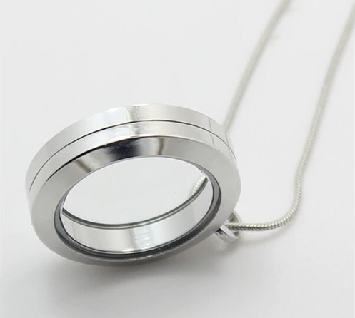 Nano 3D sculpture shipped in this beautiful transparent locket