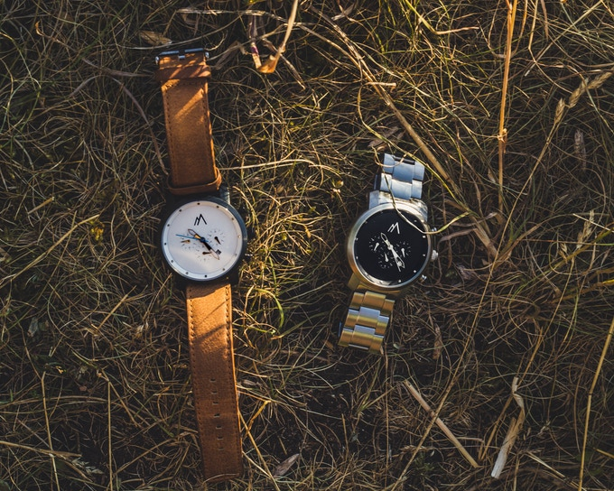 Interchangeable leather straps allow you to pick the perfect combo to match your style.