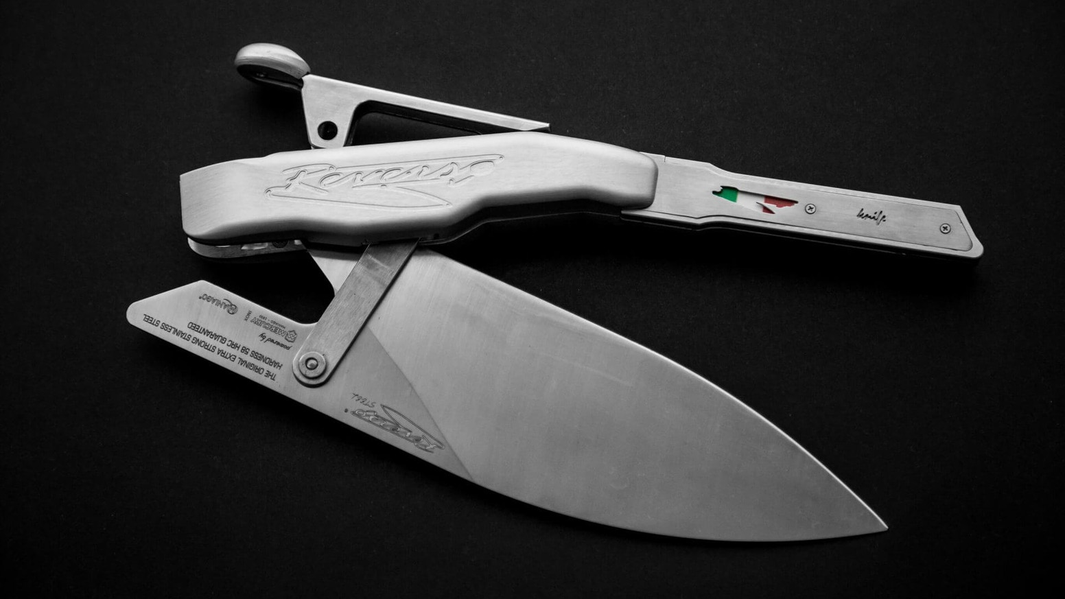 REVERSO®KNIFE 2.0 by Franco Di Nicola is a modular knife for professional chefs. It improves drastically safety and functionality.