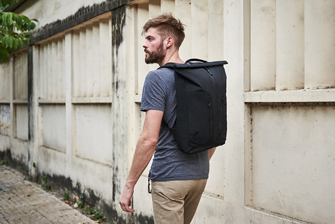 The German-engineered, secure magnetic fasteners of the rolltop entry complement a full-length front zip and two stash pockets – each with its own nested, secure pocket within.